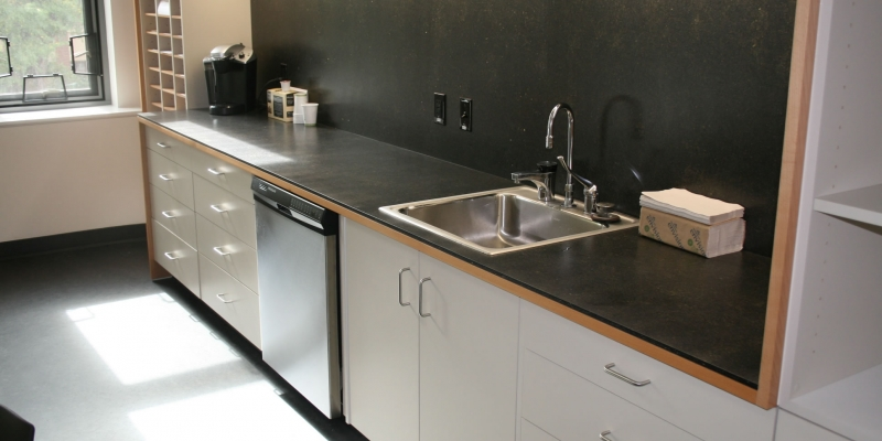 TorZo Parda Countertop and Backsplash in Color Onyx